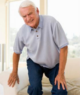 Болят икры ног при ходьбе к какому врачу обратиться