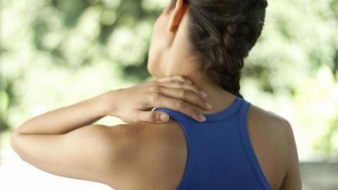 Боль в грудном отделе позвоночника и понос