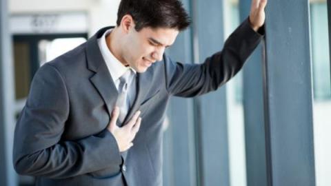 Какие признаки при грудном остеохондрозе