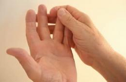 Немеют кончики пальцев на руках