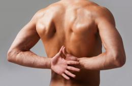 Боль в спине в области лопаток